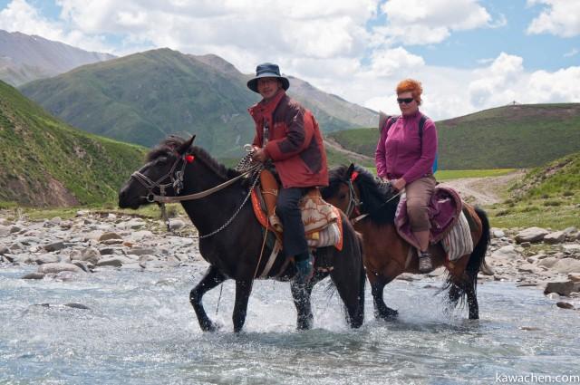 Нима и Марина переходят реку