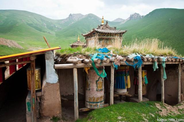 древний монастырь в конце коры