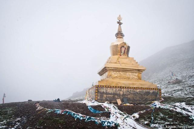 золотая ступа на вершине перевала Драк Де ла