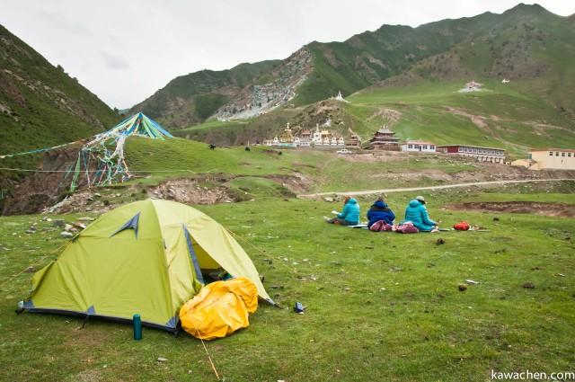 наш палаточный лагерь напротив монастыря