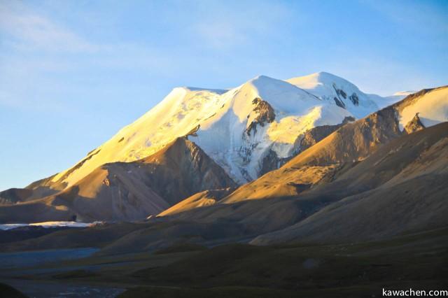 Закат на горе Амнье Мачен
