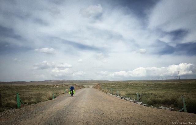 я выезжаю из равнины, где находятся фермерские поселения тибетцев