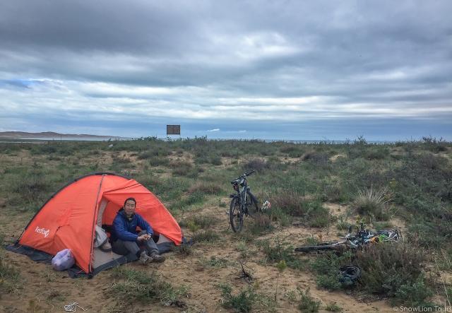 Вангден в палатке утром четвертого дня после дождя