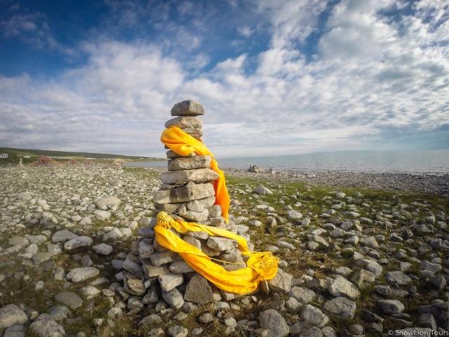 камни и шафрик-кадак как подношение духам-защитникам