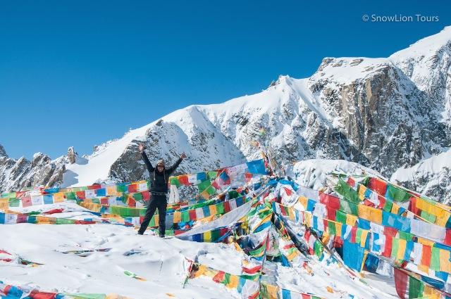 Молитвенный флажки на вершине перевала Долма ла